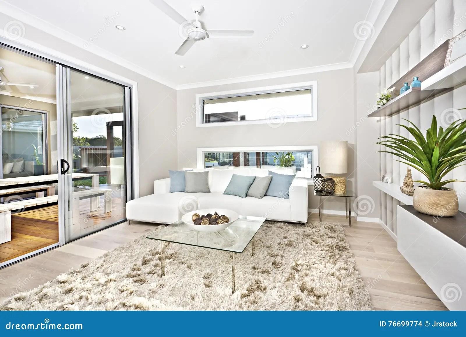 Interno Moderno Del Salone Di Una Casa Di Lusso Fotografia Stock  Immagine di immaginazione