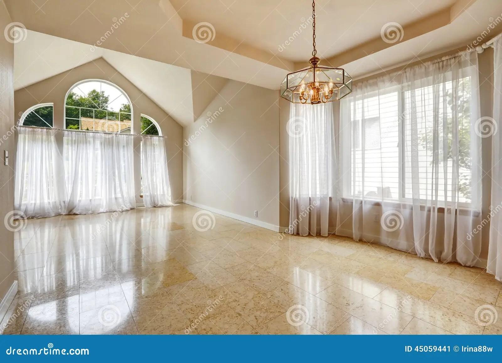 Interno Vuoto Moderno Della Casa Con La Pavimentazione In