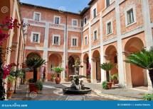 Italian Houses with Courtyard