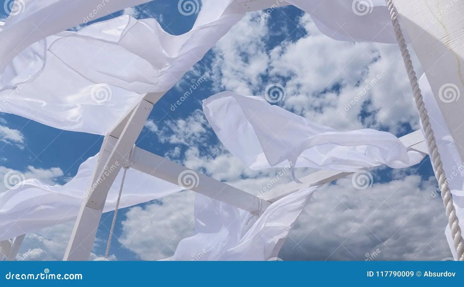 https fr dreamstime com jette tente des rideaux en tissu brise bord mer vent image117790009