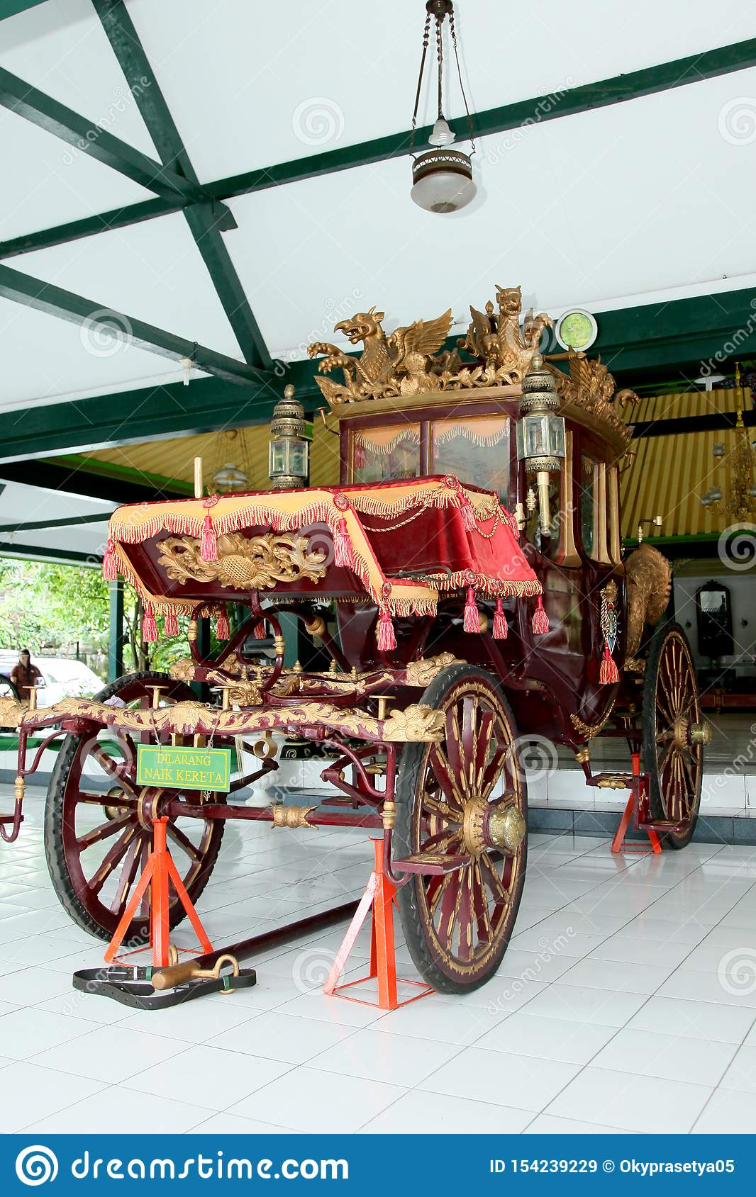 Kereta Kencana Vector : kereta, kencana, vector, Golden, Chariot, Photos, Royalty-Free, Stock, Dreamstime
