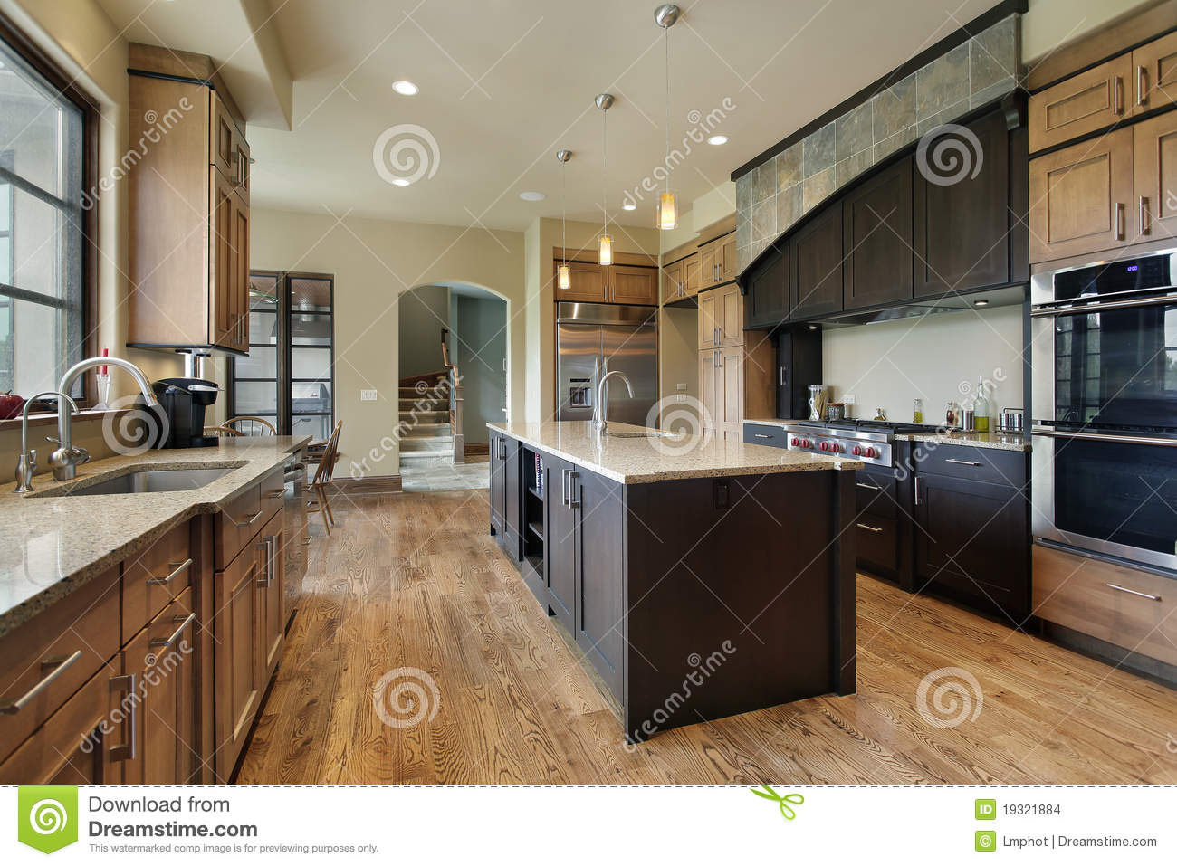 Kitchen With Large Center Island Stock Images  Image 19321884