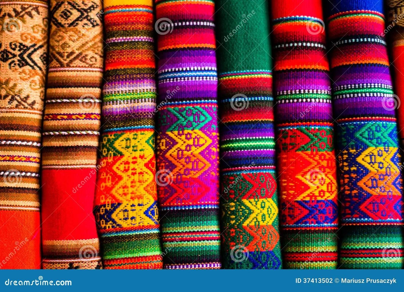 Kleurrijke Stof Bij Markt In Peru ZuidAmerika Stock Foto