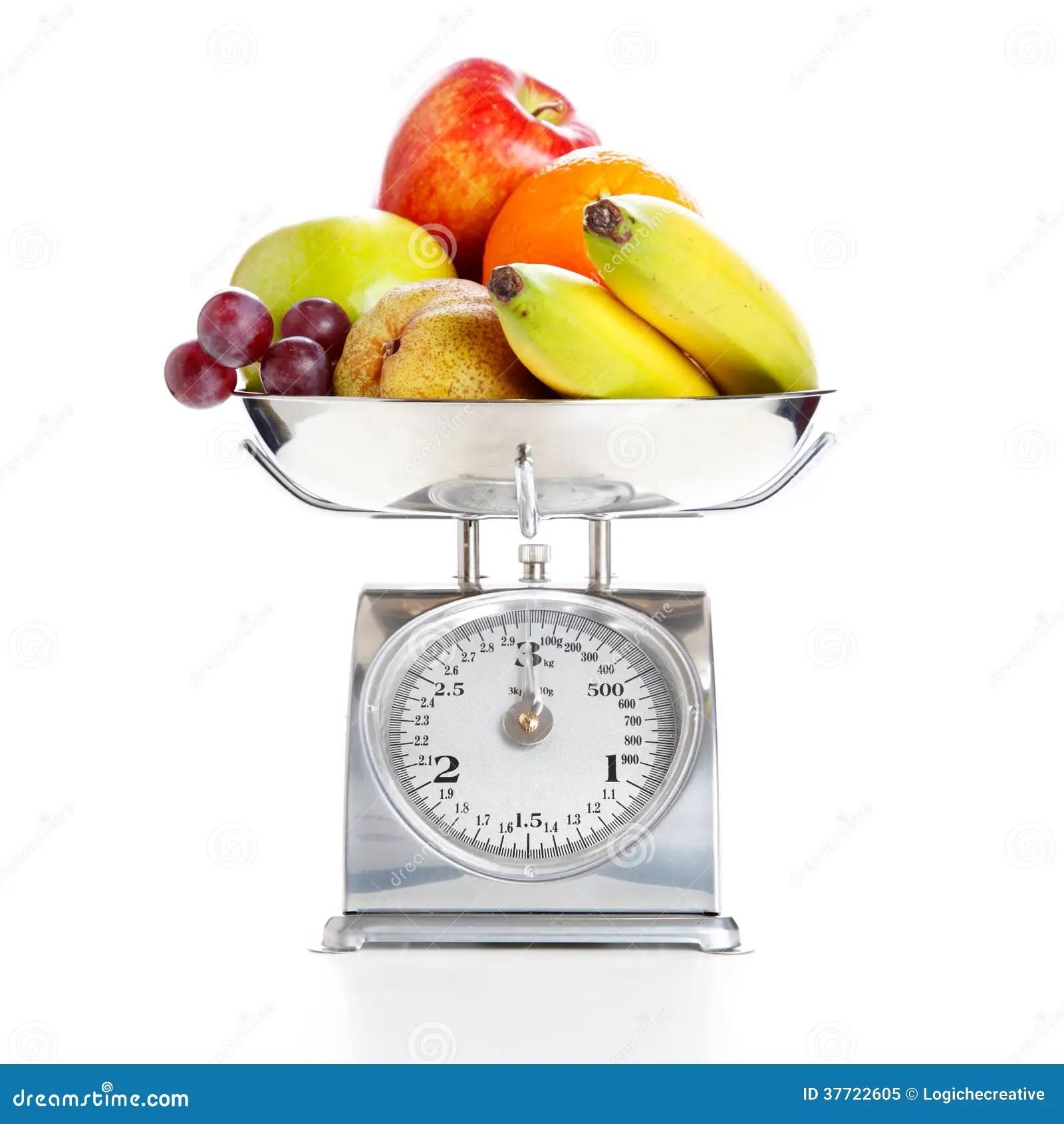 Legumes Et Fruits Sur Une Balance Image Stock