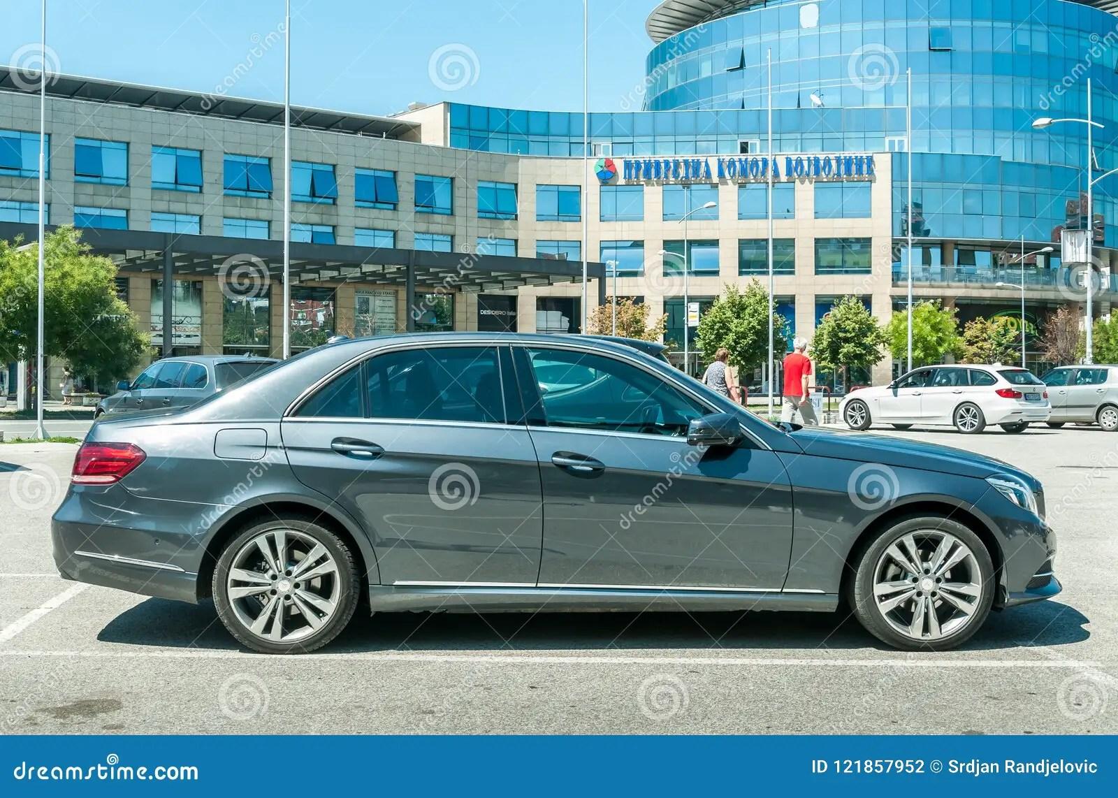 hight resolution of novi triste serbia julio 20 2018 la nueva clase 4matic de mercedes benz e 350 parque en la calle imagen editorial