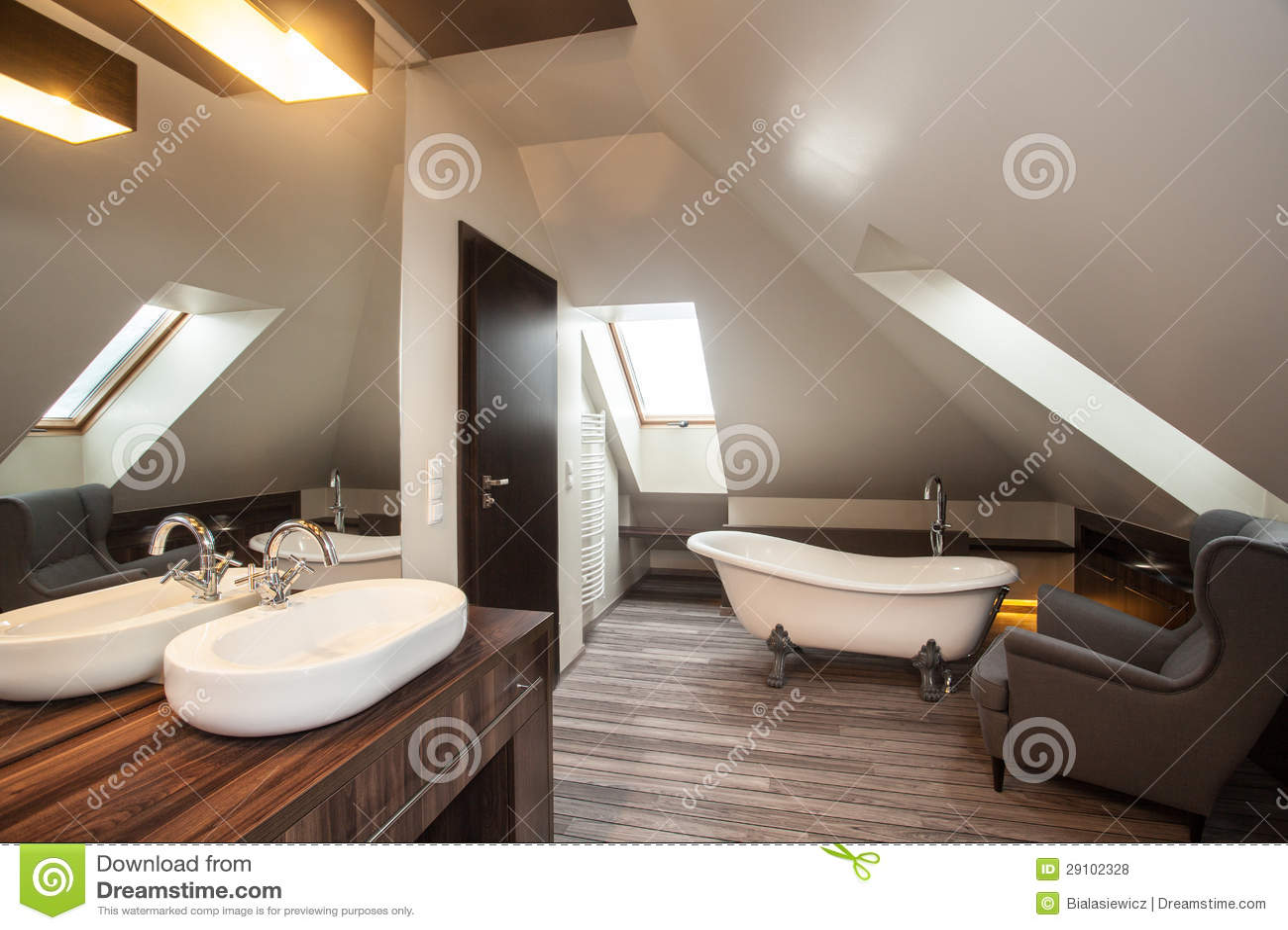 Landhaus  Badezimmer Lizenzfreie Stockfotos  Bild 29102328