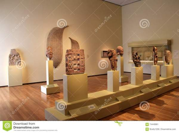 Large Room With Egyptian Artifacts Set Pedestals Cleveland Art Museum Ohio 2016 Editorial