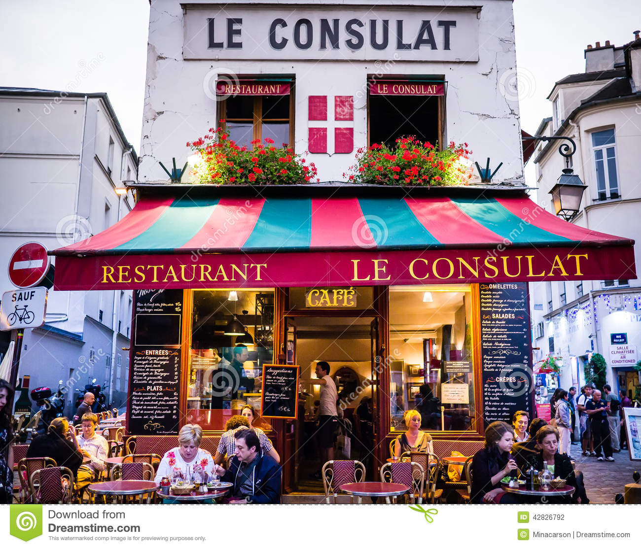 Le Consulat Restaurant Montmartre Exterior With Diners