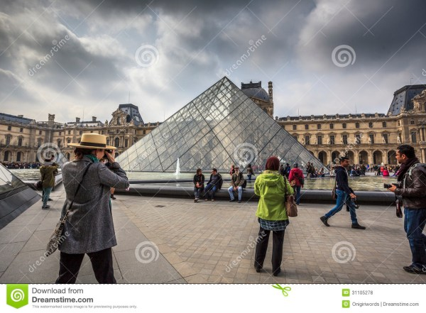 Louvre Museum Editorial Stock - 31105278