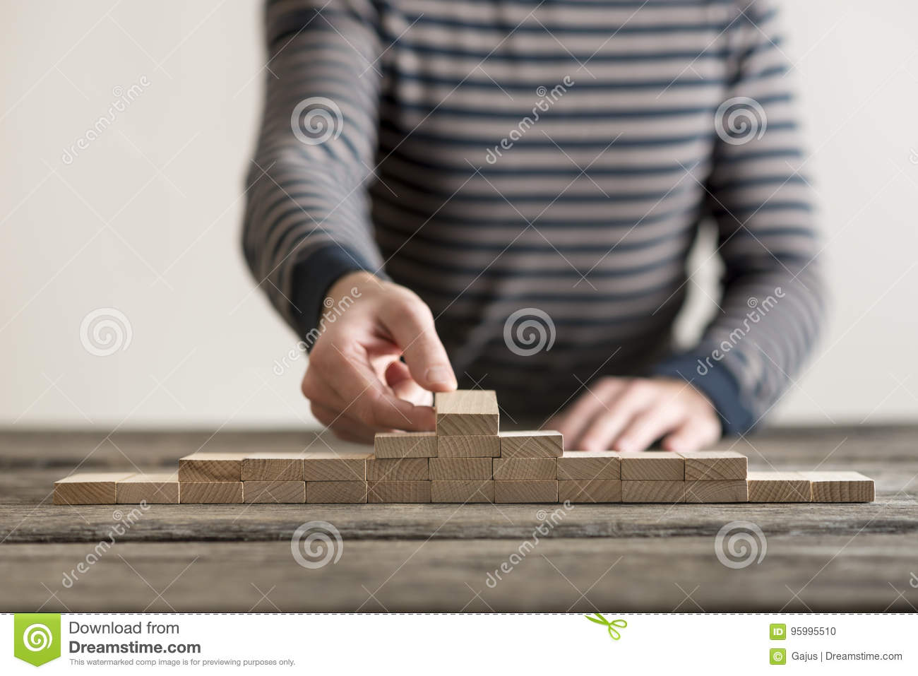 How To Make A Pyramid Out Of Wooden Blocks