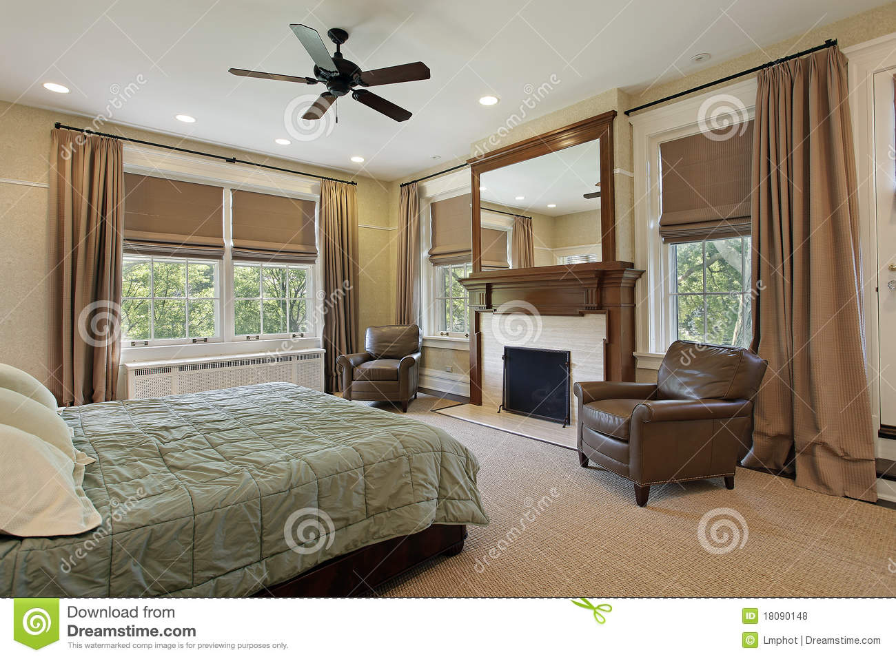Master Bedroom With Fireplace Royalty Free Stock Photos