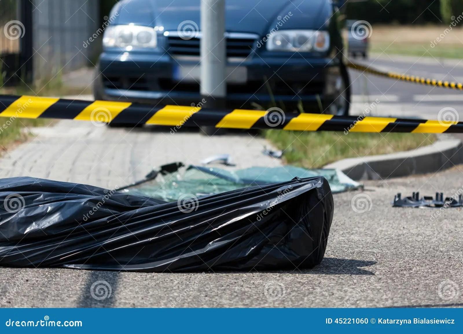Menselijk Lijk Op Het Ongevallengebied Stock Foto - Afbeelding bestaande uit verwond. gevaarlijk: 45221060