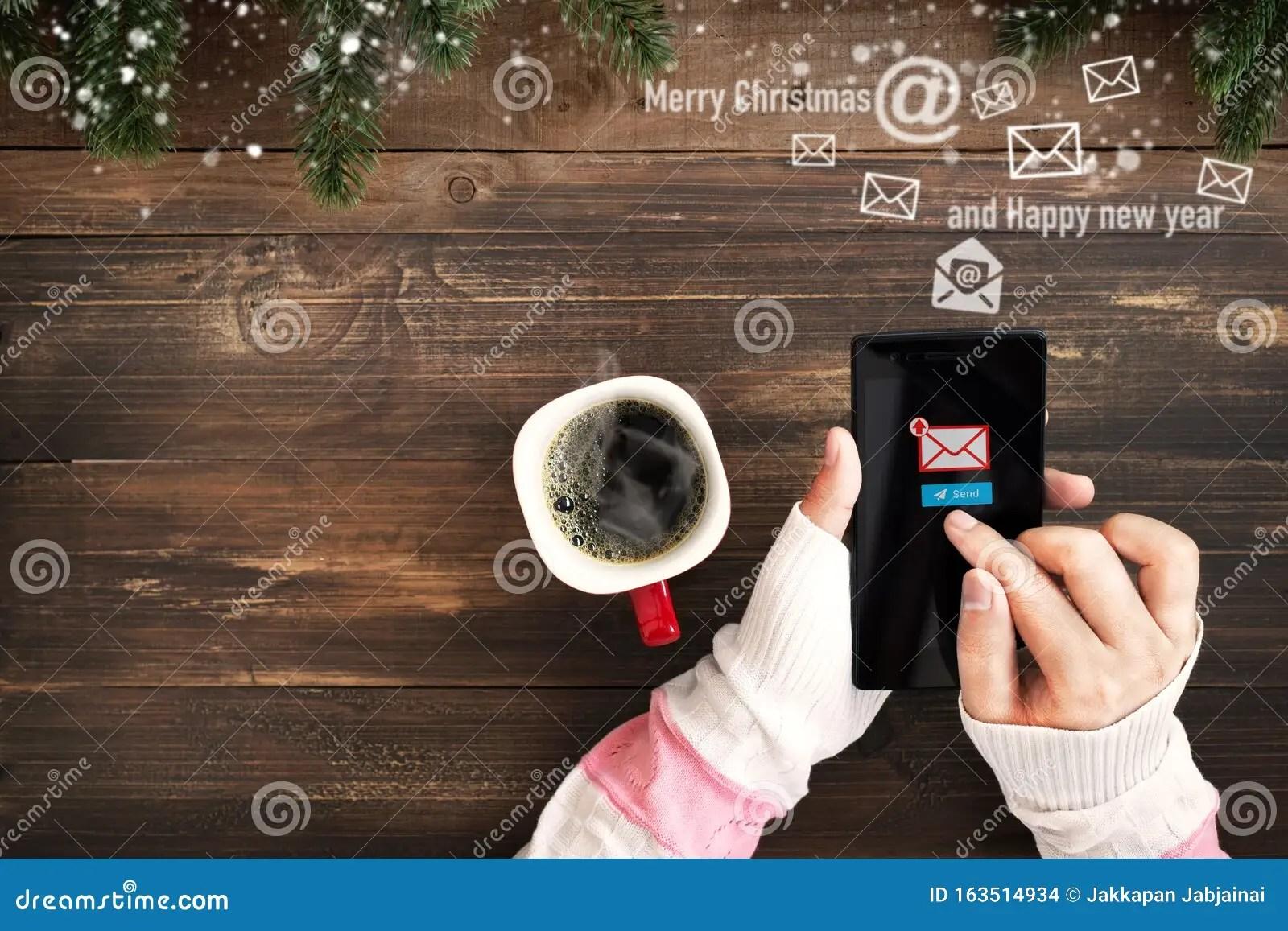 Compra cartoline di natale,24 biglietto auguri natale con buste e adesivi da busta, regalo natale cartoline, cartolina di natale per salutare familiari,. Messaggio Di Auguri Per Natale E Capodanno Via Email Fotografia Stock Immagine Di Adulto Amore 163514934
