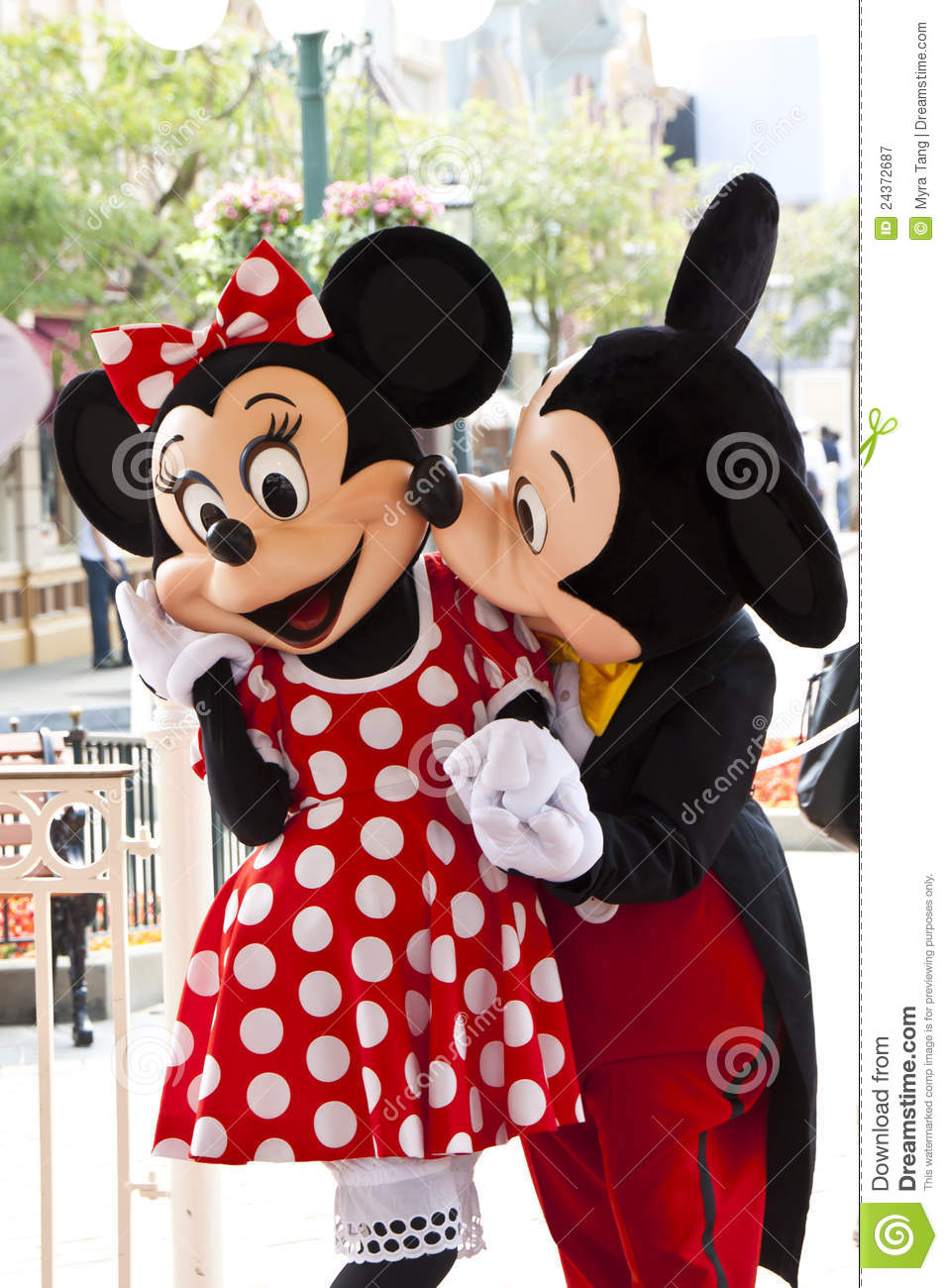 Hd Wallpaper Love Kiss Download Mickey Mouse Kisses Minnie Mouse Editorial Photography