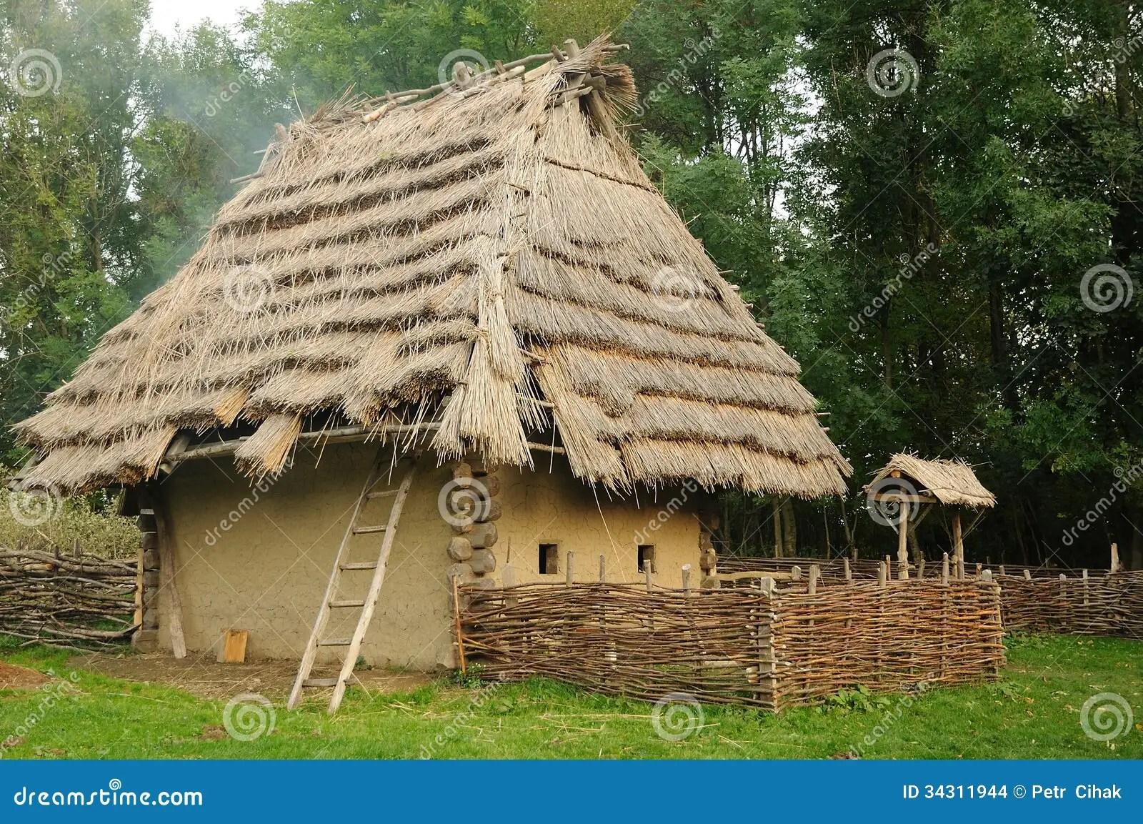 Middeleeuws Huis Met Strodak Stock Foto  Afbeelding 34311944