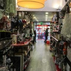Kitchens Store Tin Backsplash For Kitchen Mora厨房商店在巴黎 法国图库摄影片 图片包括有alasteir 厨师 下来 法国