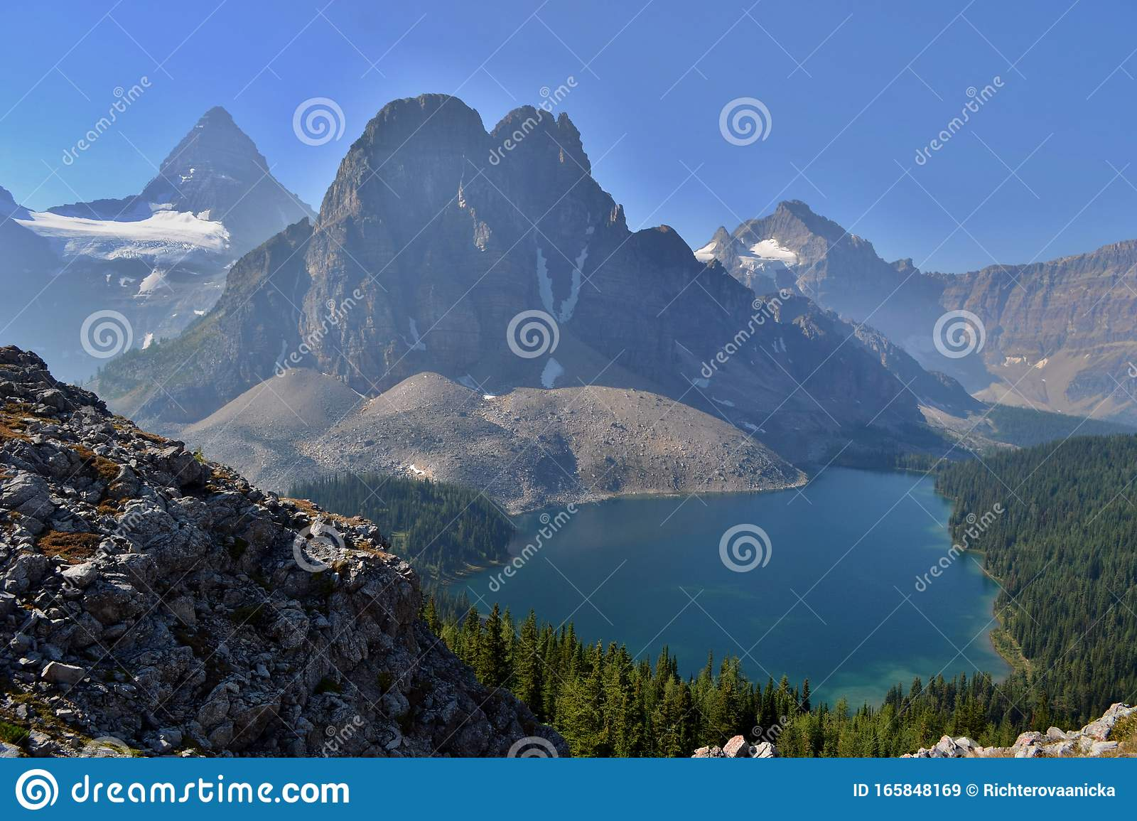 Apparently you can have all your gear airlifted to and from the lodge via. Mount Assiniboine Provincial Park Kanada Stockbild Bild Von Landschaft Auswuchs 165848169