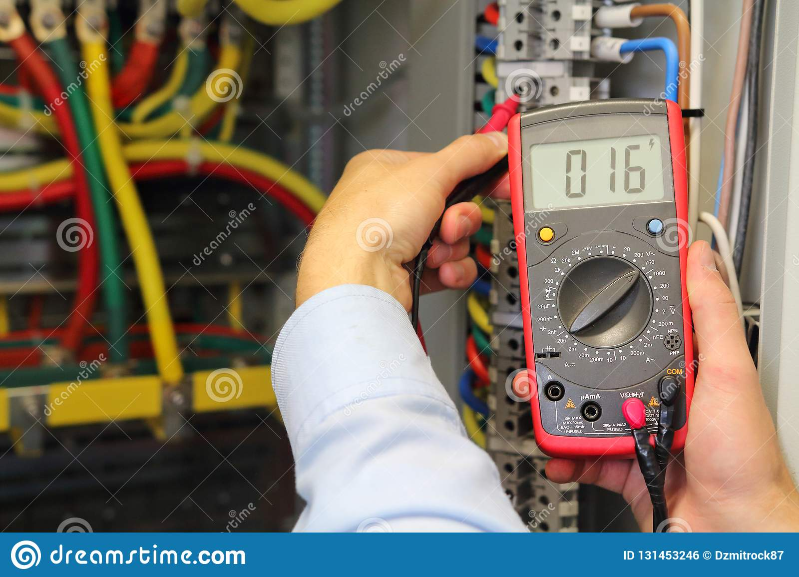 hight resolution of checking voltage in electrical fuse box