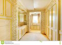 Old Classic American House Antique Bathroom Interior With ...