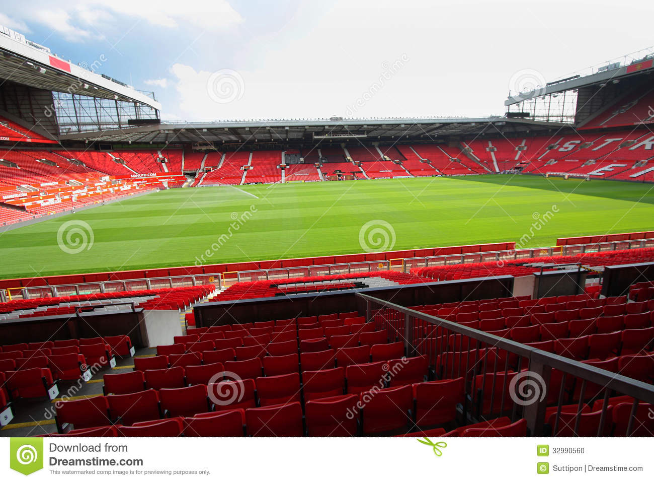 Old trafford stadium editorial image. Image of league - 32990560