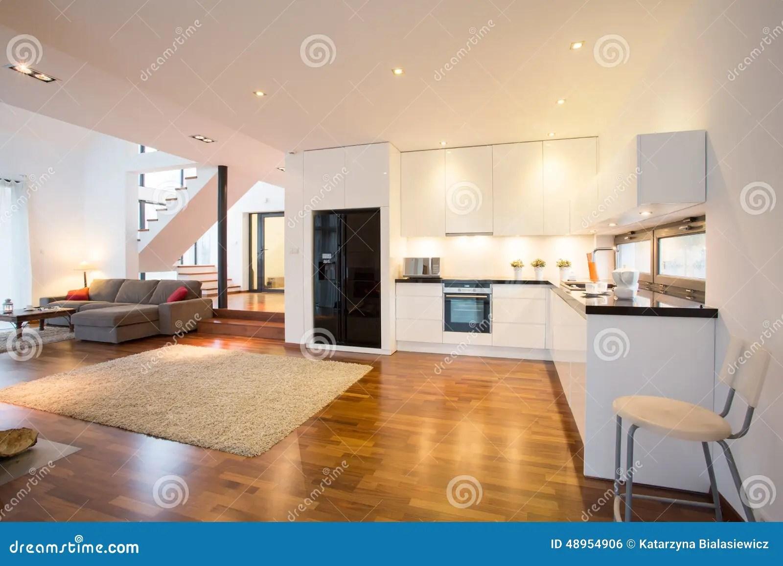 Open keuken en woonkamer stock foto Afbeelding bestaande
