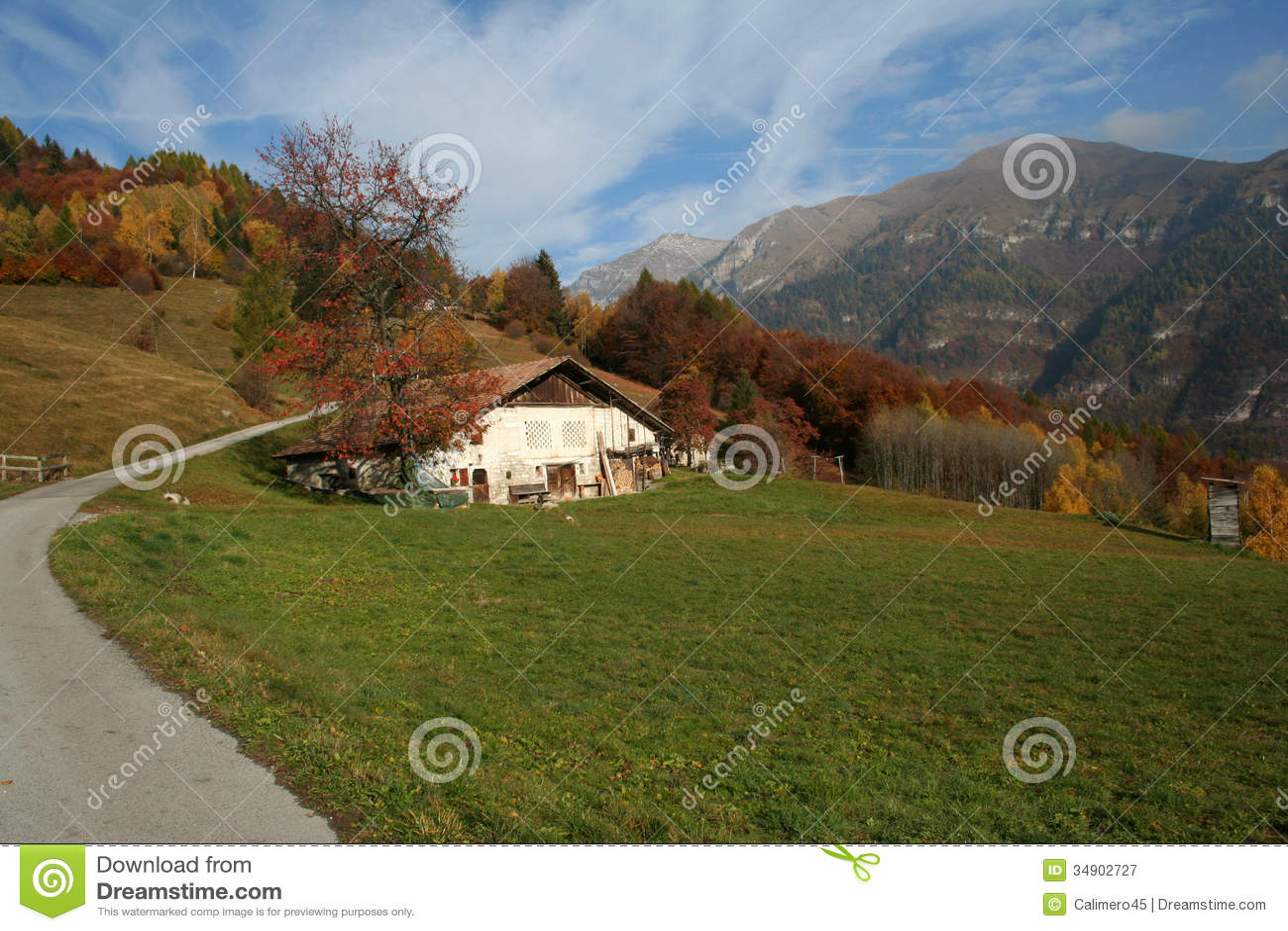 Paesaggio Alpino Di Autunno Immagine Stock  Immagine di case autunno 34902727