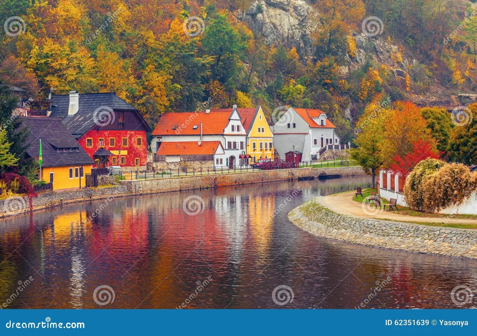 Paesaggio Autunnale Con La Casa Colorata Sopra Il Fiume Immagine Stock  Immagine di housetop europeo 62351639