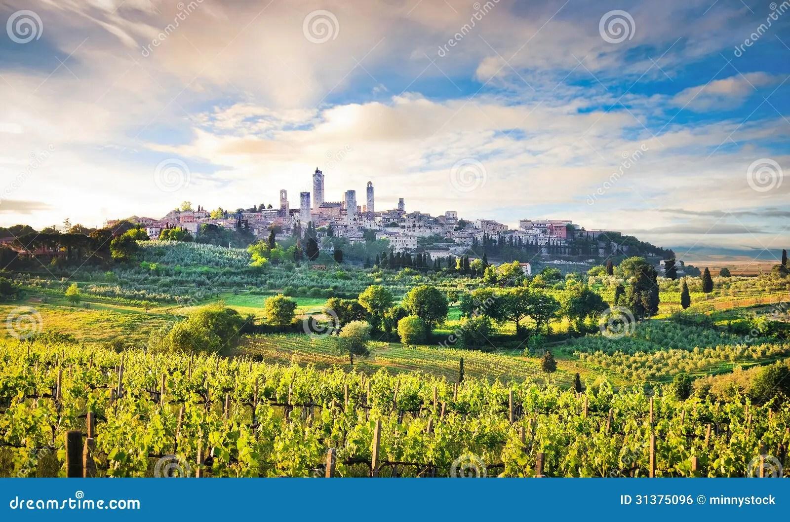 Paesaggio Con La Citt Di San Gimignano Al Tramonto Italia Della Toscana Fotografia Stock