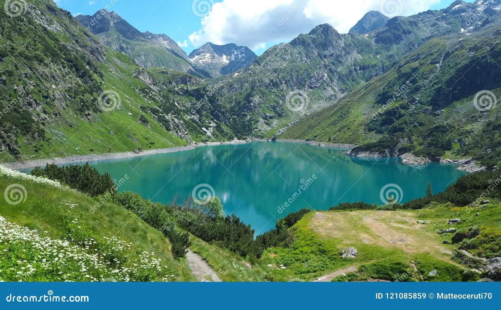 Paesaggio Del Lago Barbellino Un Lago Artificiale Alpino Alpi Italiane LItalia Immagine Stock