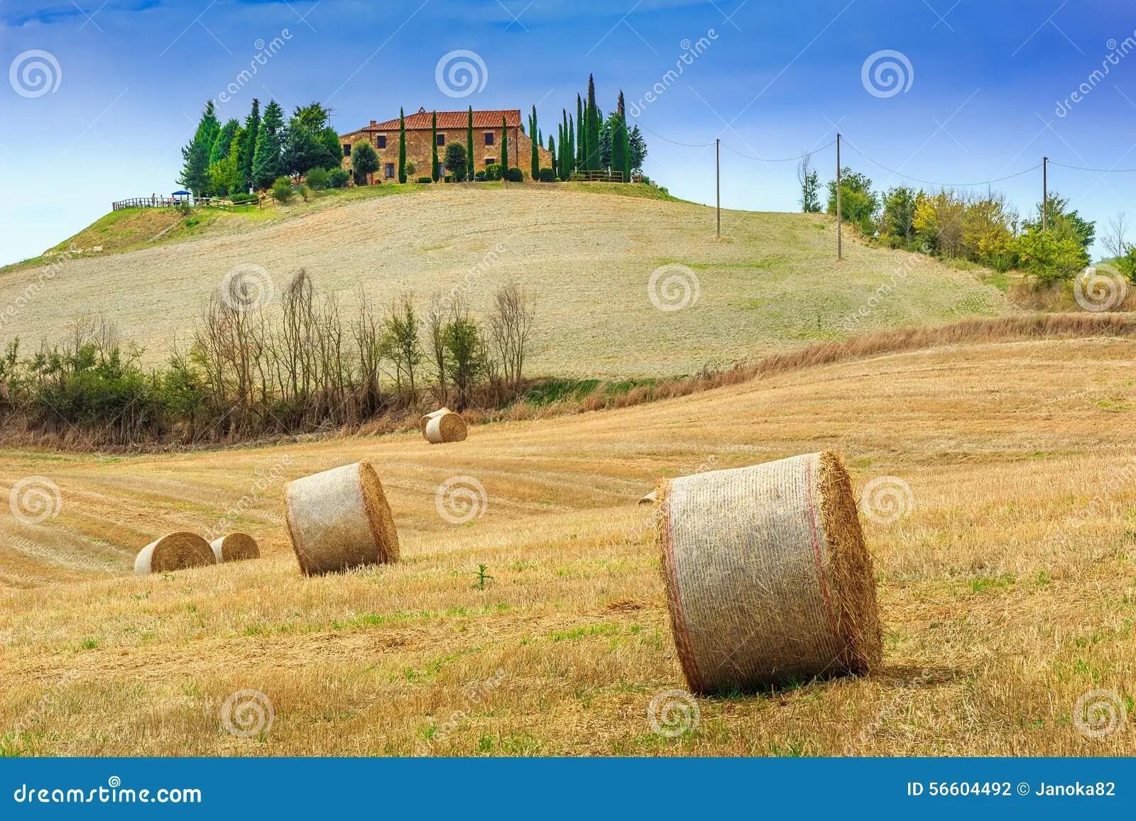 Paesaggio Rurale Sbalorditivo Con Le Balle Di Fieno In Toscana Italia Europa Fotografia Stock
