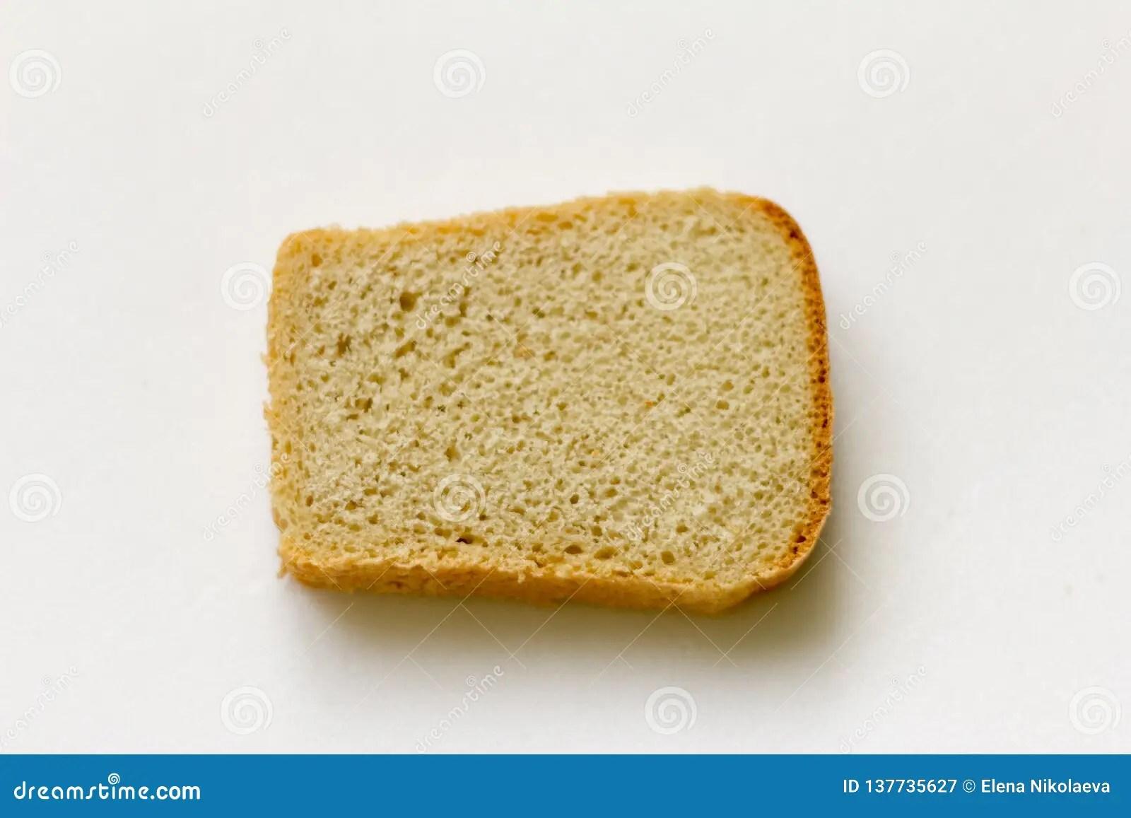 morceau de pain sur le fond blanc