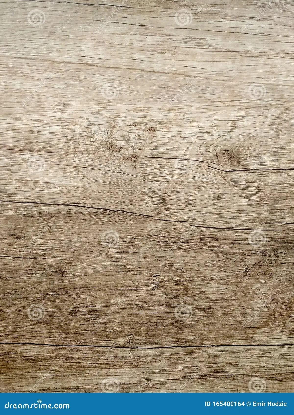 planche de terre en bois marron