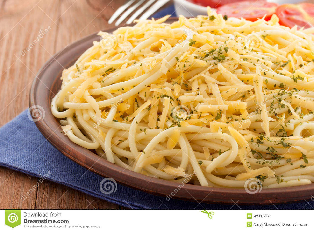 ? Difference between spaghetti and macaroni. What's the Difference Between Rice Noodles and Pasta?. 2019-01-13