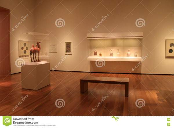 Peaceful Scene With Extensive Exhibits Cleveland Art Museum Ohio 2016 Editorial Stock