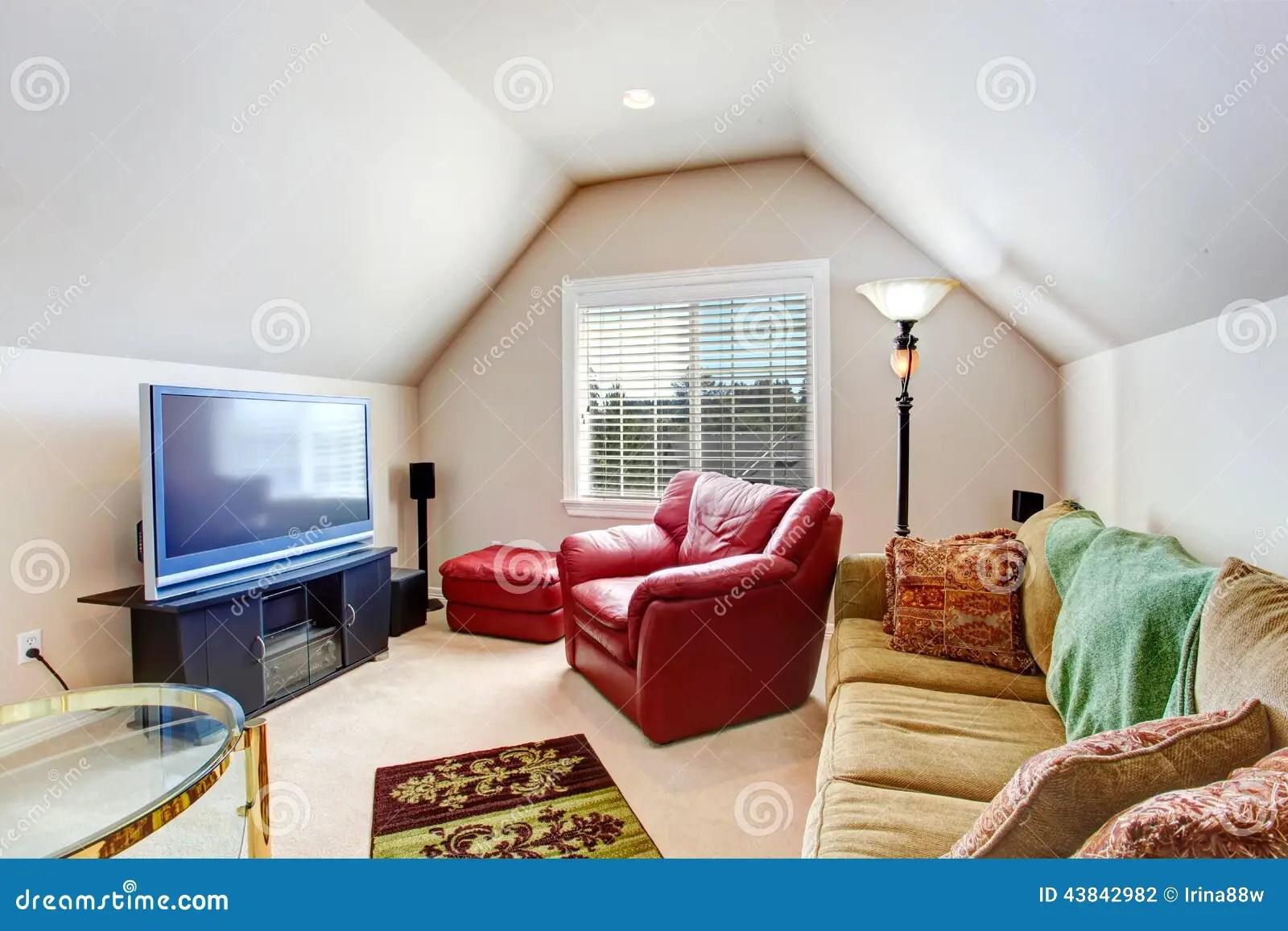 petit salon avec le fauteuil et la tv rouges photo stock image du cuir conception 43842982