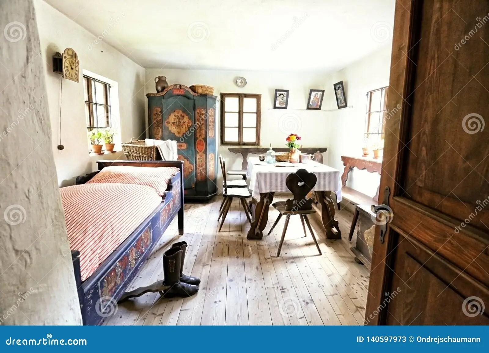 maison historique avec l armoire peinte