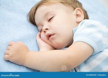 boy sleeping little ragazzino sta dormendo sveglio sleep bed napping portrait weinig rest slaapt leuk jongen dream