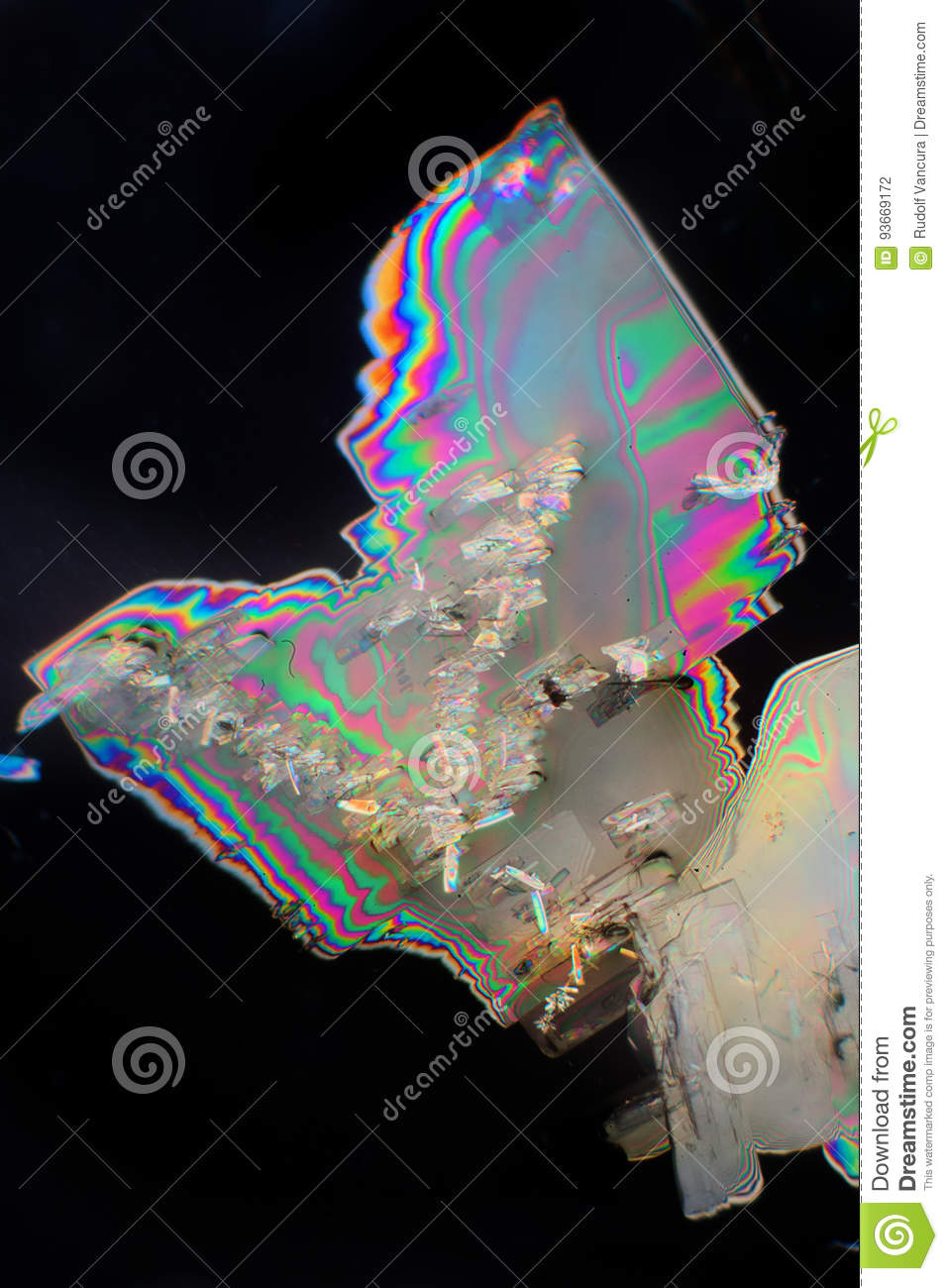 hight resolution of potassium aluminum crystals under the microscope in polarized light