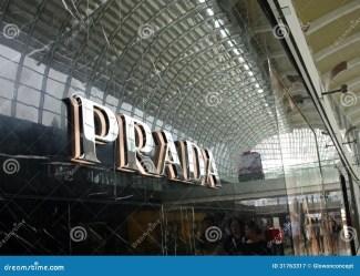 prada shopping commerciale centro auchan center hypermarket mall singapore