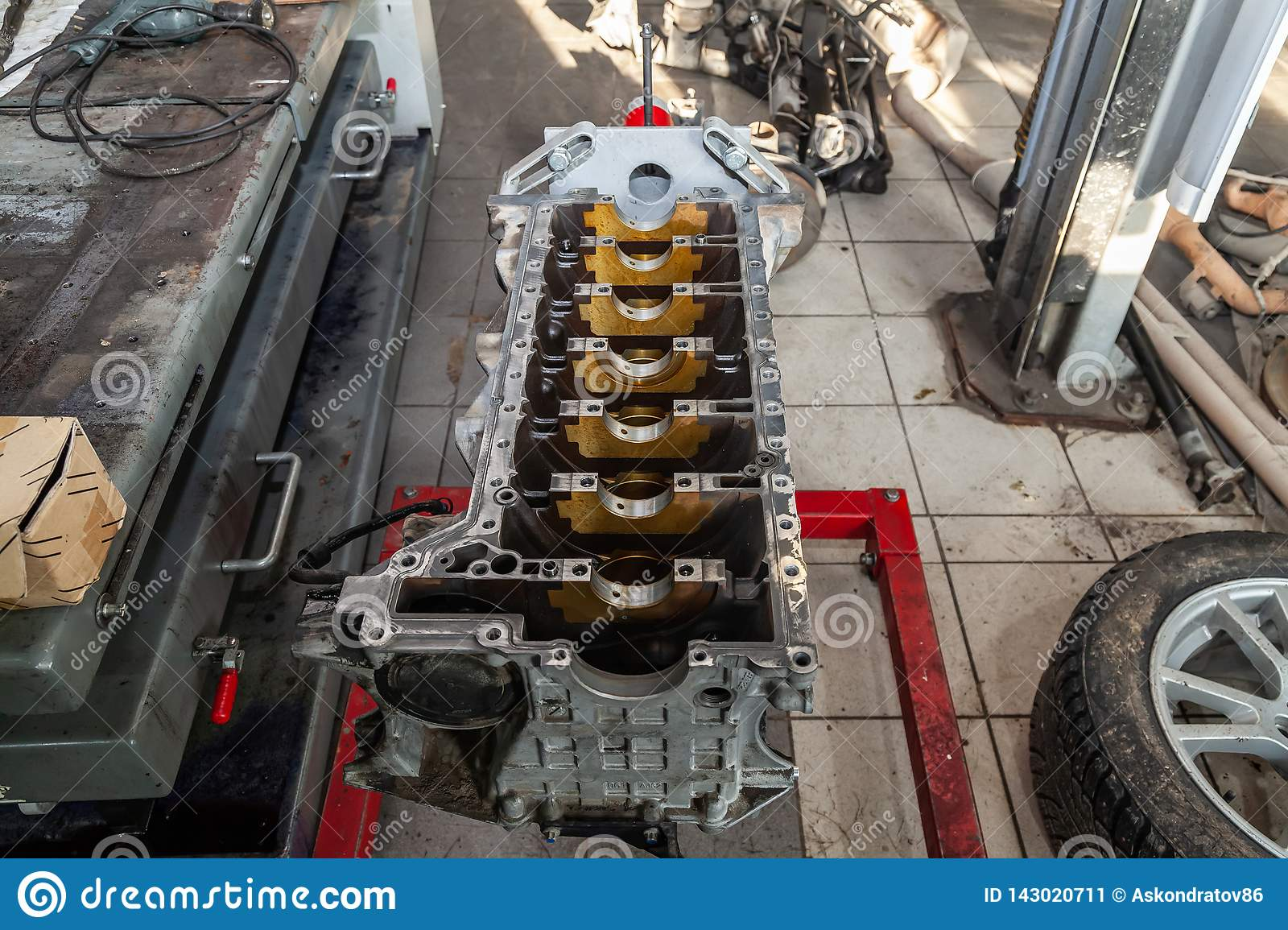 hight resolution of replacement engine used on a crane mounted for installation on a car after a breakdown and