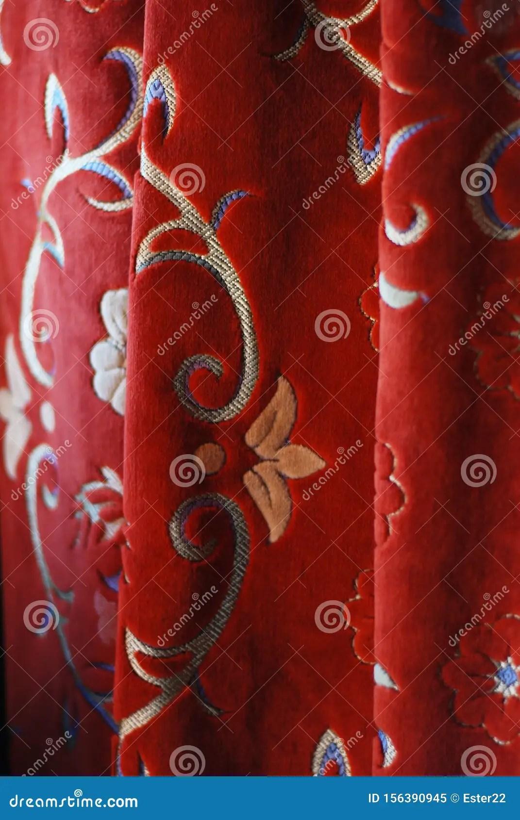rideau de velours rouge vintage avec