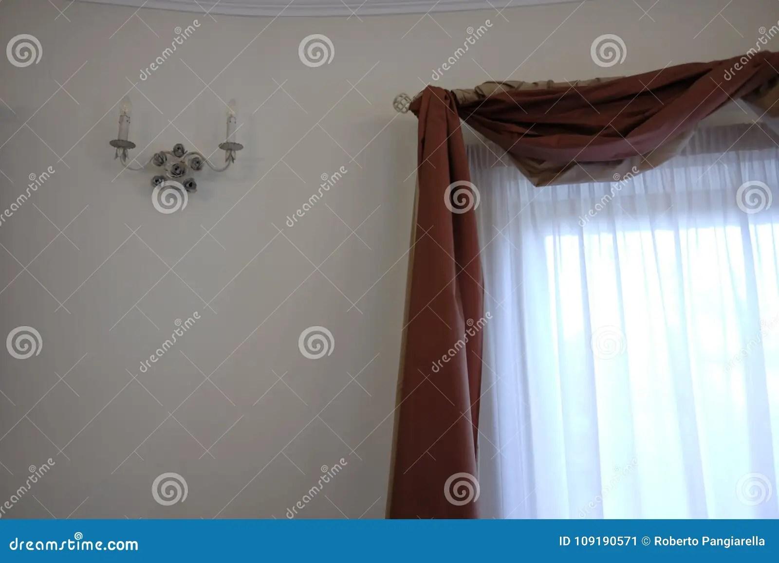 rideaux avec la cantonniere image stock