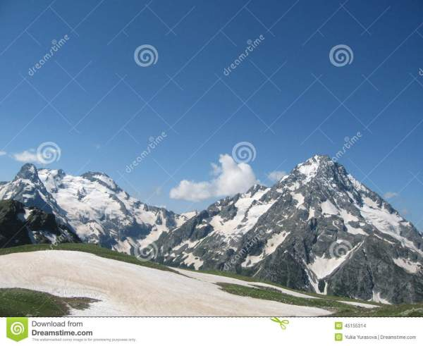 Rocky Peaks Of Tatra Mountains Covered With Snow Stock - 45155314