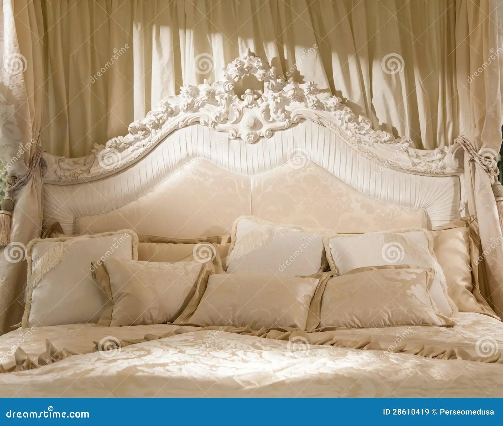 Romantische slaapkamer stock afbeelding Afbeelding