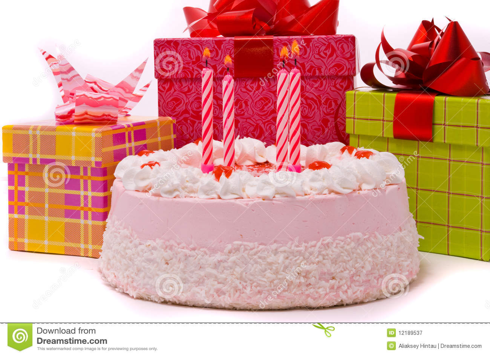 Rosafarbene Torte Mit Vier Kerzen Lizenzfreie