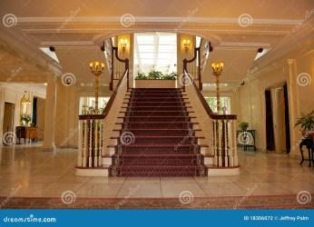 Salón en casa lujosa foto de archivo Imagen de alfombra