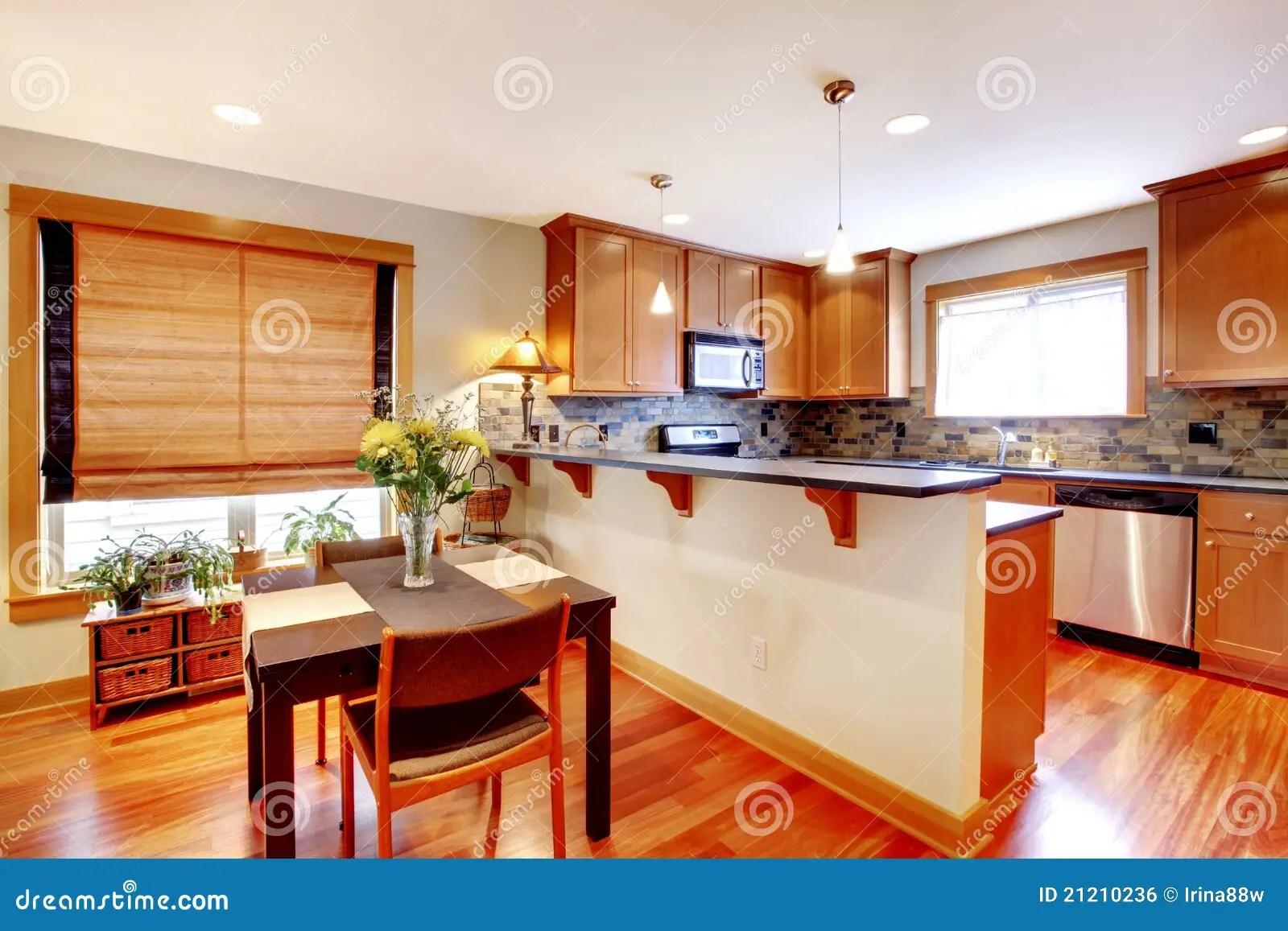 Sala Da Pranzo E Cucina Con I Colori Dorati Fotografia Stock  Immagine di bianco disegno 21210236