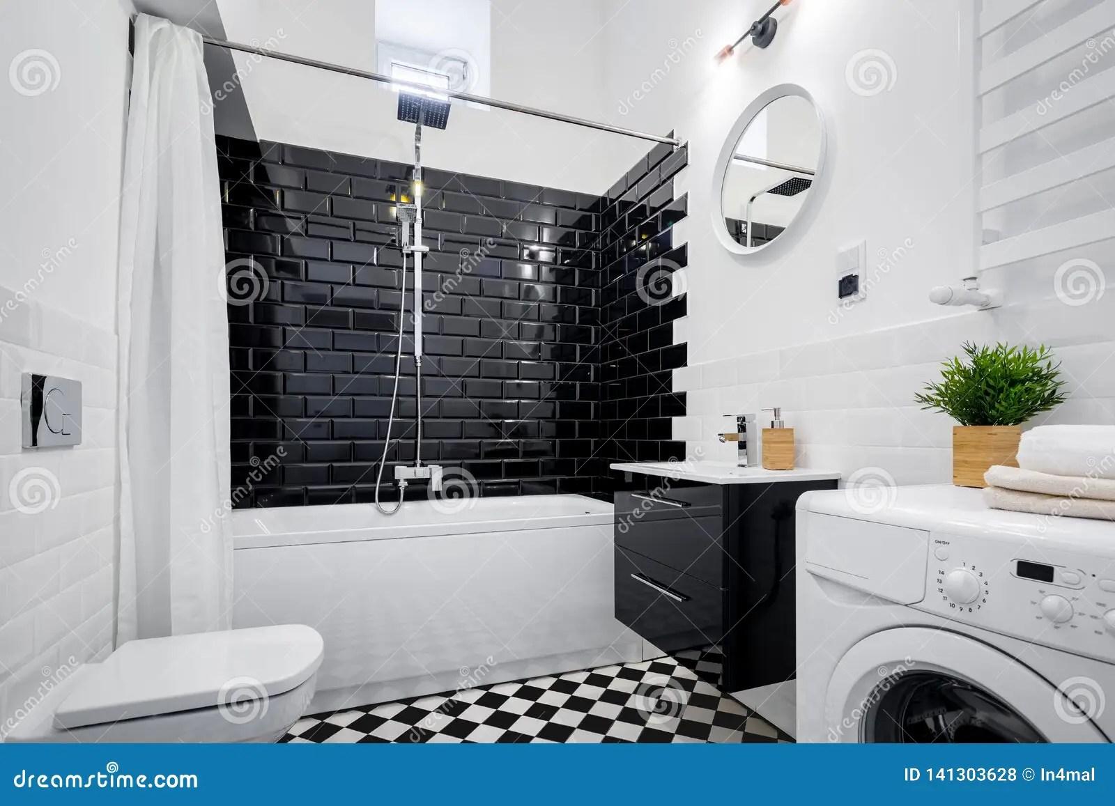https fr dreamstime com salle bains noire blanche baignoire moderne toilette joint image141303628