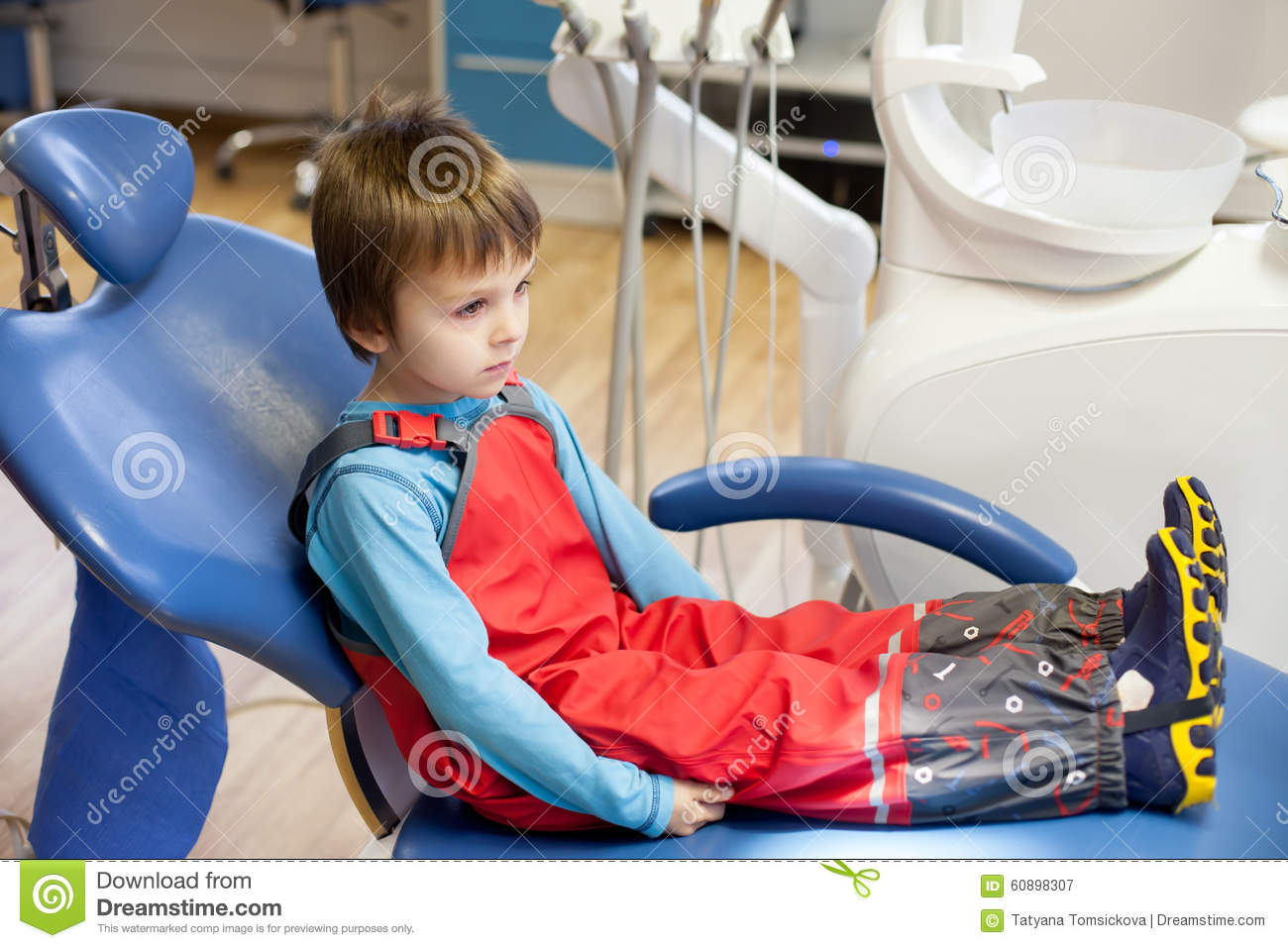 little boy chairs revolving chair repairing in ahmedabad child at the dentist stock photography cartoondealer