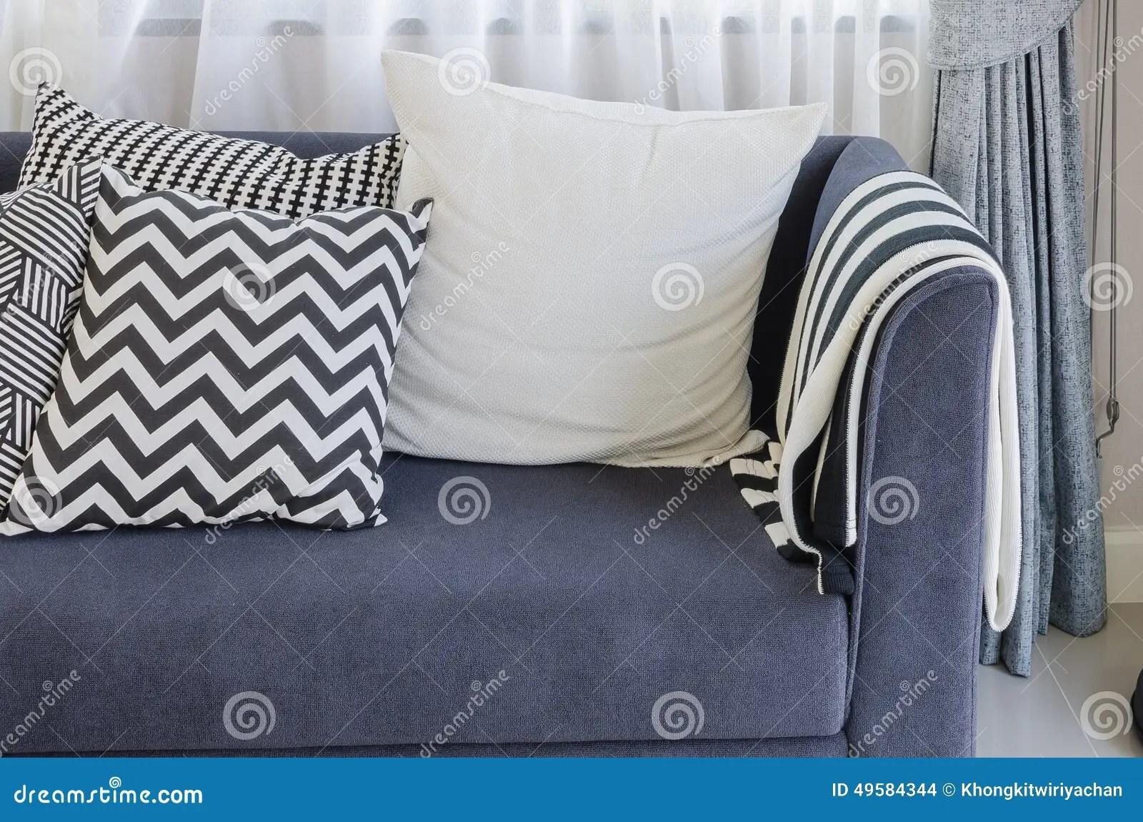 Wohnzimmer Blaues Sofa Wohnzimmer Mit Beige Sofa Und Blauen Kissen
